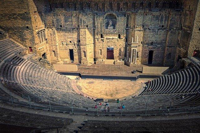 Teatr na przestrzeni wieków